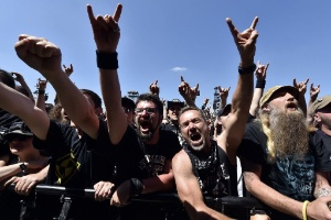 fas-de-heavy-metal-participam-do-festival-hellfest-em-clisson-na-franca-1435001690848_300x200